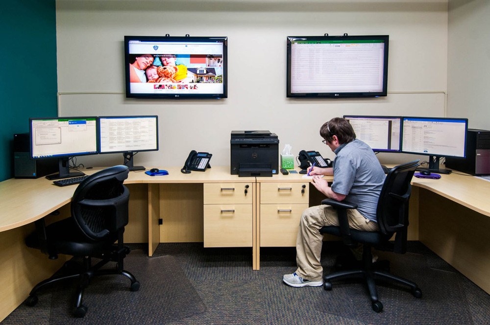 Office monitor area
